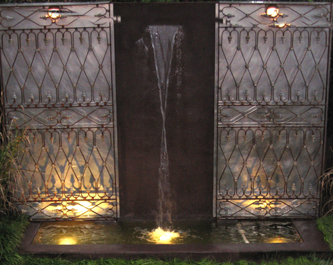 09Water-feature-with-frech-gates
